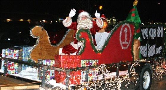 Santa arrives on sleigh